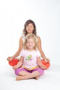 Kinderyoga opleiding El Sole medieteren met je kind tijdens yoga voor kinderen