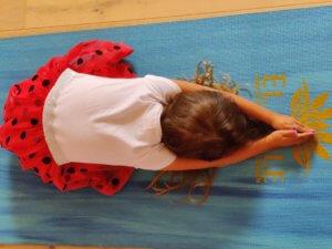 El Sole - kinderyoga oefening de strekkende schildpad