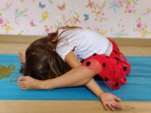 El Sole - kinderyoga oefening de liggende scildpad